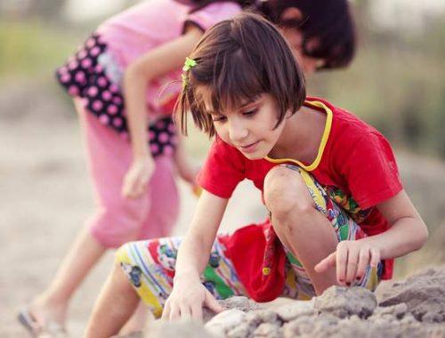 Bambini sulla sabbia
