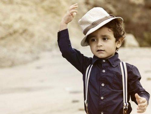 Bambino vestito bene