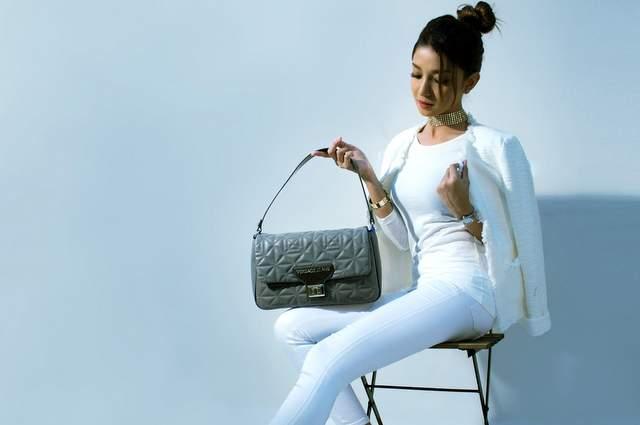 Ragazza vestita bianco