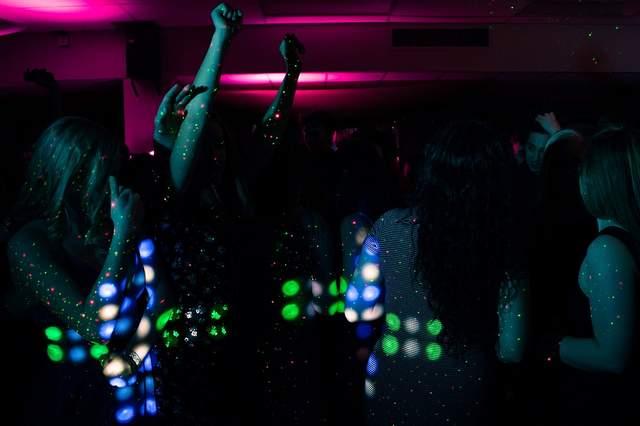 Ragazze in discoteca